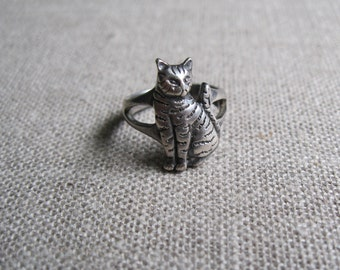 Cat Ring Size 4 in Sterling Silver, Tiger Cat Ring, Witch Ring, Cat Friend Ring, Sterling Kitty Ring Size 4, Small Cat Ring, Tabby Cat Ring
