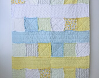 Floral rag quilt - Yellow rag quilt - Blue rag quilt - Baby girl rag quilt - Crib rag quilt