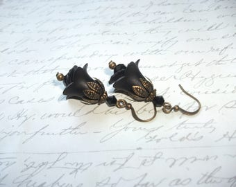 Black flower earrings with crystals in antique brass
