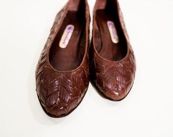 Size 7 \\ Beautiful Brown Leather Woven Pumps \\ Women's Vintage \\ Gloria Vanderbilt \\ 80s Low Heel