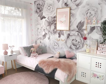 B&W Peony and Rose Wallpaper