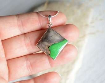 Square green resin and wood necklace, wooden pendant made from reclaimed burl wood, woodland forest inspired jewelry, wood resin jewellery
