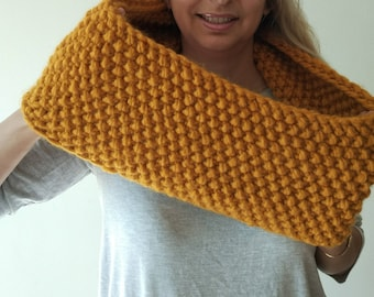 Hand Knitted Cowl in muster yellow, extra warm and thick