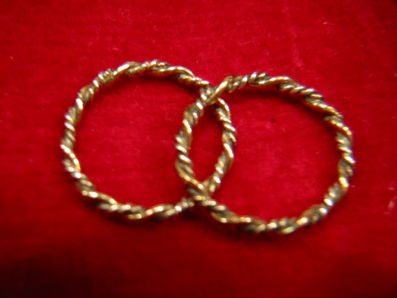 pair of vintage Avon rings Precious Braid