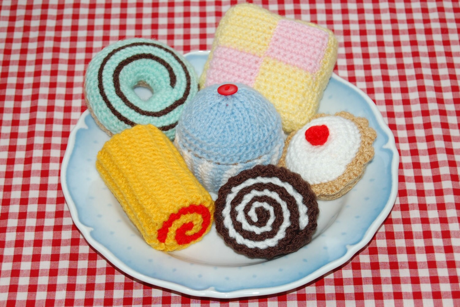 Knitting crochet patterns for a selection of cakes knitted zoom bankloansurffo Choice Image