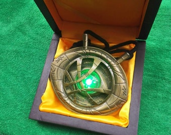 1:1 Scale Doctor Strange Eye of Agamotto with LED light and Wooden Box
