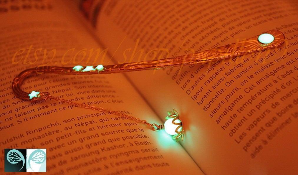 Favori Gold Lotus Bookmark / Flower BOOKMARK / GLOW in the DARK KR62