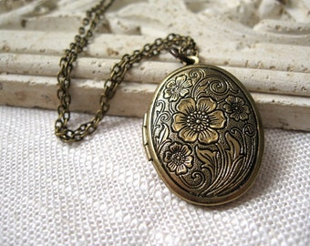 Brass Locket, Locket Necklace, Brass Locket Necklace, Floral Locket, Floral Lockets, Antique Brass Jewelry, Antique Brass Necklace, Floral