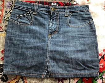 1990s or early 2000s D & G Dolce Gabbana low waisted dark blue denim mini skirt / small - medium