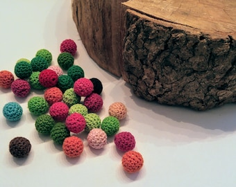 Set of crocheted wooden beads / 16mm