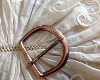 Petite boucle de ceinture ancienne en cuivre