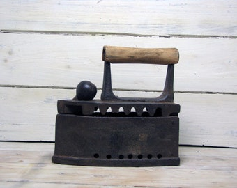 Vintage primitive iron Wabi Sabi decor Antique Iron Сollectible Iron coal Wood handle Iron with lid Clothes iron Old charcoal iron