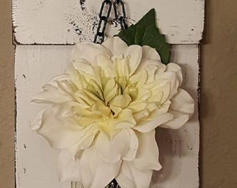 Distressed White Mason Jar Sconces/ Shabby Chic Sconces/ Distressed Hanging Jar Sconces/ White Sconces with White Floral Wall Decor