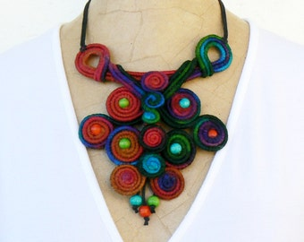 Statement necklace bib, Spiral choker, Wire wrapped Bib, Whimsical Short necklace, Wearable art jewelry Unusual Green turquoise red blue bib