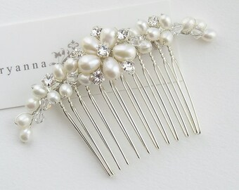 Dainty crystal rhinestone and freshwater pearl flower bridal hair comb, floral hair comb, bridal hairpiece, wedding hair comb