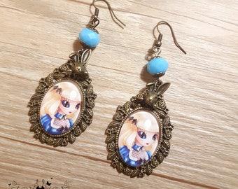 Handmade Alice in Wonderland earrings// Steampunk jewelry