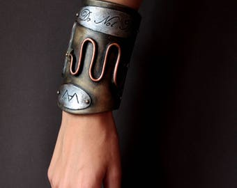 Bracer Steampunk/post apocalyptic/Gothic/Victorian.  Fake metal. EVA foam Woman armor. fantasy Costume clothing for LARP