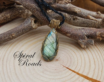 Labradorite necklace pendant / gemstone necklace / wire wrap / for men / women