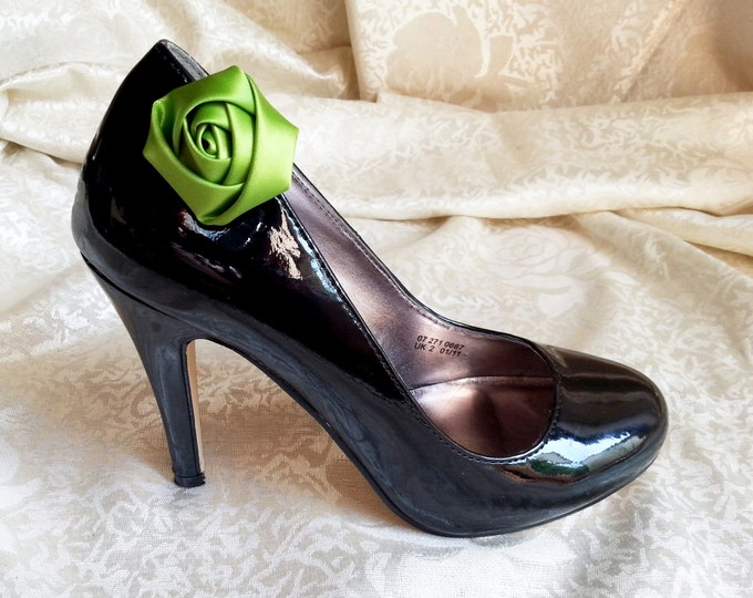 Handmade satin rose shoes clips in green