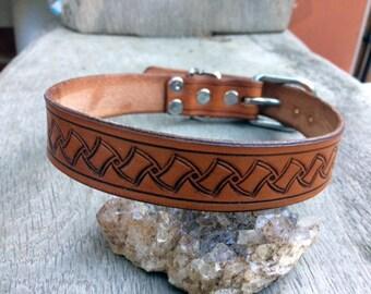 Leather collar with pattern, hallmark