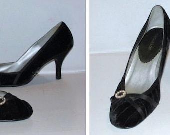 Vintage Black Velvet High Heels Shoes, 1980s Highlights Pumps, Round Toe Dressy High Heels, Size 9