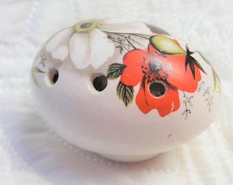 Egg Pomander by Sallie Robinson, Made in England