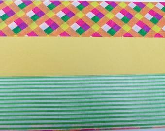 3 feuilles de papier décoratif à coller découpage paper patch  40X60 cm feuille jaune  verte à rayure et carré multicolore