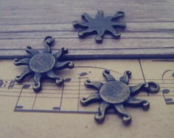 25pcs Antique bronze Sun star charm pendant  17mm