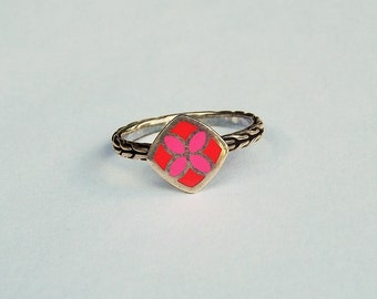 Designer Pink and Red Sterling Silver Ring With Rope Patterned Band