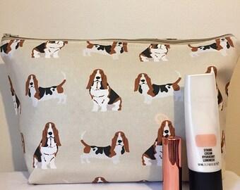 Basset Hound dog makeup/toilet bag