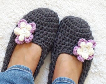 Extra thick, Simply slippers in Charcoal Color with Purple/Cream Flower, Adult Crochet Slippers , Women slippers,House Shoes, Women's Shoes