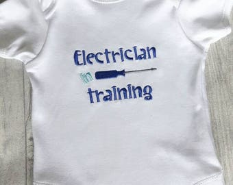 Electrician in training bodysuit, kids gift for expecting mom, handyman, handywoman, electrician dad gift, baby clothes, baby bodysuit