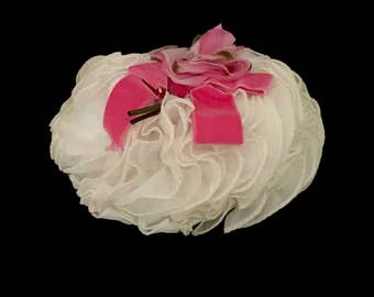 Ladies 60's White Chiffon and Floral Hat                   VG2595