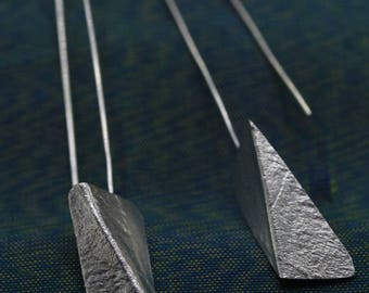 Handmade earrings with bended textured silver pieces on a long stem (E0184)
