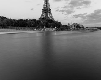 Digital - Eiffel Tower on the Seine, Paris - 2017