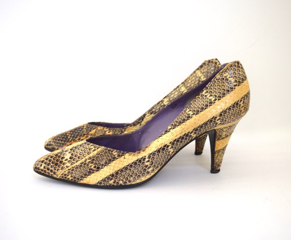 Vintage 80s 90s Snakeskin Leather Pointed Toe Pumps (size 9)