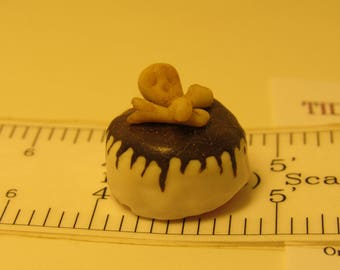 Skull & Crossbones Cake 1:12 scale Dollhouse Miniature