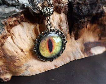 Dragon's eye necklace, Dragon Magic necklace. Green eye. Jewelry resin. Handmade Jewelry for her. Dragon's eye pendant. Bronze necklace