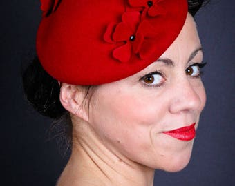 Red retro flower hat | 50s style red hat | ladies hat | formal hat | Ascot hat | wedding hat | vintage style | bright red | flowers | felt
