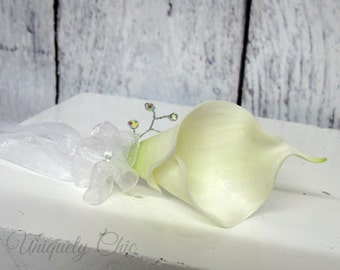 White corsage, Calla Lily pin on corsage, Rhinestone bling wrist corsage, Wedding accessories, Mother of the bride wedding corsage