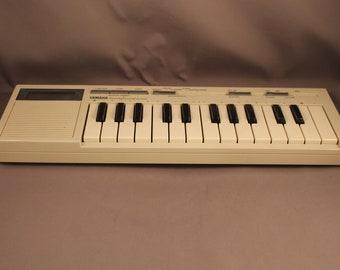 80s Vintage Iconic Yamaha HandySound HS-500 Portable Keyboard 25-Key Music Instrument 1980s Polyphonic Squarewave Mini-Keyboard Audiogames