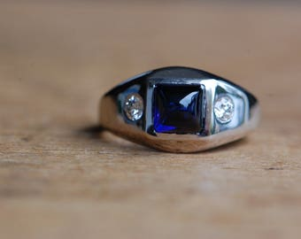 Art Deco 18K diamond and synthetic sugarloaf sapphire ring ∙ 1930s high domed caobochon sapphire ring