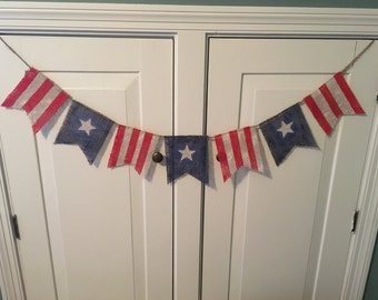 Red, White, & Blue Burlap Banner // 4th of July Decor