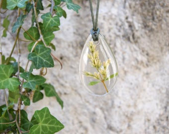 Rustic Necklace, Long Necklace, Pendant Necklace, Transparent Resin Pendant Necklace, Drop Pendant with Dried Flowers.