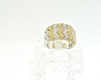 14k Two Tone Gold and Diamond Ring. Size 6.5
