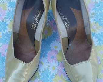 Size 8 1950s gold stiletto pumps, heels