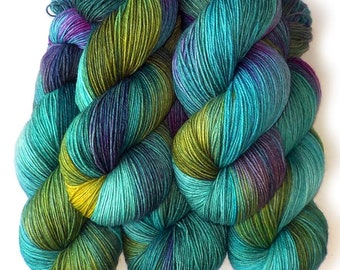 Polwarth Sock Yarn Handdyed Superwash Fingering Yarn, Japanese Pond