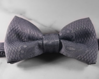 The collector - bow tie for men, women, children, pets. Adjustable. Quality. Attach yourself.