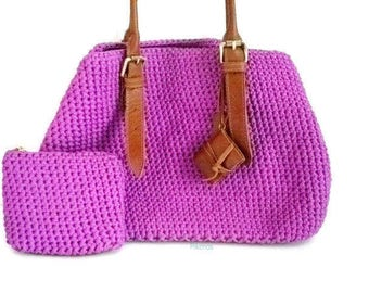 Big fuchsia bag made with crocheted in acrylic tape and genuine leather accessories Model Pikeros 049