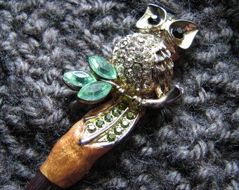 Vintage owl | shawl pin wood | green rhinestone | handmade | nature inspired | gifts | tree branch